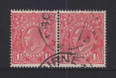 KGV 1 1/2d RED SINGLE CROWN PAIR WITH VARIETY HEAVY SHADE LINES LEFT OF ROO LEFT
