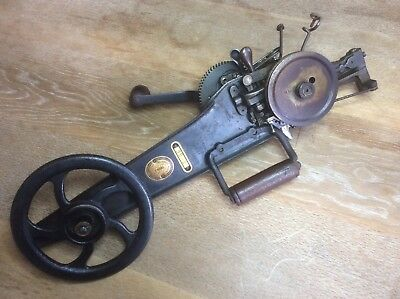 Vintage Antique Sewing Machine Singer 35-1 For Carpets. Very Unusual