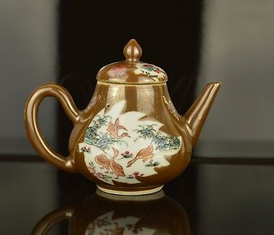A Beautiful Small Chinese Yongzheng Period Teapot 18Th Century With Ducks