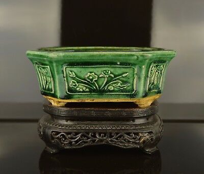 A Beautiful Shiwan 19Th Century Green Glazed Planter With Fitted Wooden Stand