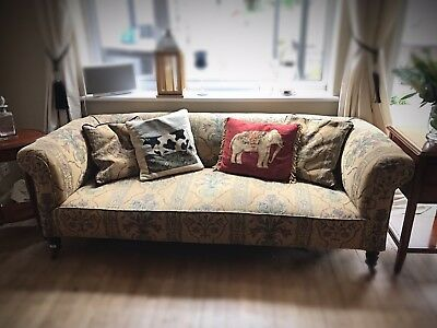 Victorian Chesterfield Sofa Settee Couch Beautiful And Very Stylish