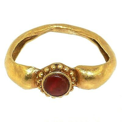 (1762)Ancient Indonesian gold ring with small cornelian