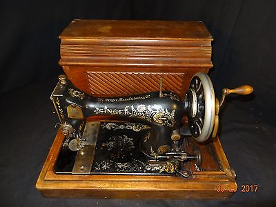 Nice Antique Singer Hand Crank Sewing Machine W/Wooden Coffin Case