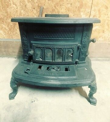 Vintage Cast Iron Pearl No 7 Two Burner Stove - Small Logs