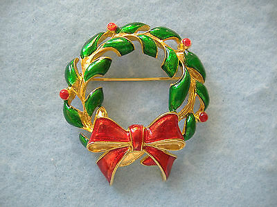 Christmas Pin-Gold Toned Christmas Wreath With Bow