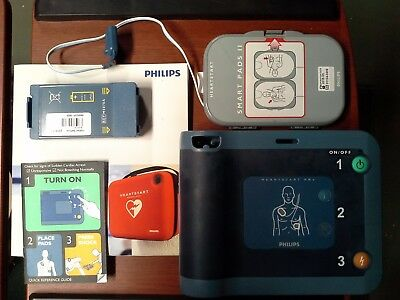 Philips HeartStart FRx AED with 11-2019 battery and pads