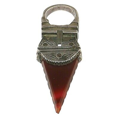 (1748) Antique Tuareg ring in silver and carnelian.Africa-Sahara.