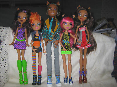 5 Monster High Wolf Family Dolls- Clawd, Clawdeen x 2, and Howleen x 2.