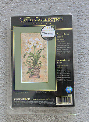 Dimensions Gold Collection Petites - 6912 - Amaryllis in Bloom