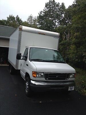 2006 Ford E-Series Van white 2006 ford E350 super duty box truck