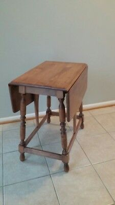Vintage Early 1950s End Table (Willett Furniture Co)