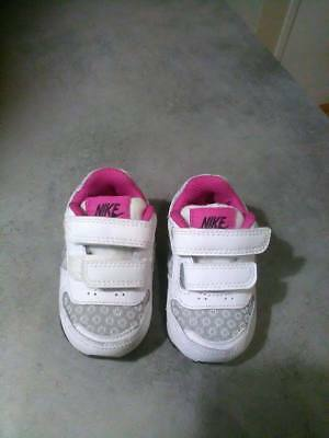 baskets bb fille nike taille 17 neuves