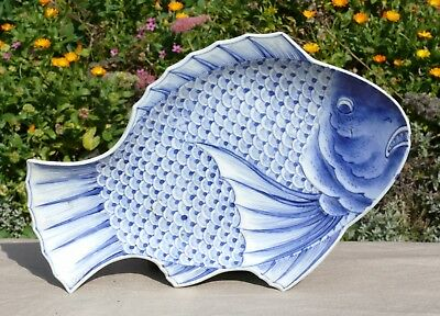 A Japanese Blue and White Fish Shaped Dish with Mark, 18/19th Century