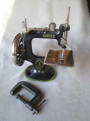 Antique Singer Cast Iron Child's Sewing Machine