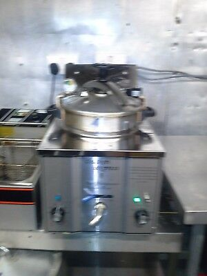 TABLE TOP PRESSURE FRYER,SOUTHERN FRIED CHICKENCatering equipment cake FRIDGE,