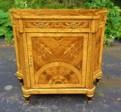 Superb center piece marquetry commode Louis XV style