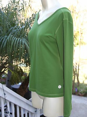 Lululemon Ω Athletica Green Long Sleeve V-Neck Front/Back Nylon Top Size 10