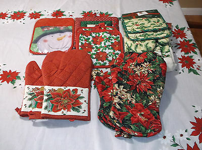 Lot of Christmas Potholders, Oven Mitts and Kitchen Towels