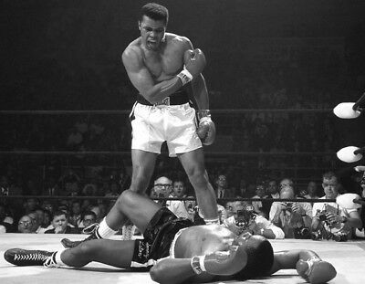 Muhammad Ali UNSIGNED photo - K3254 -  Knocked out former champ Sonny Liston