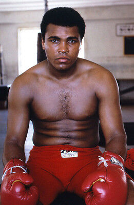 Muhammad Ali UNSIGNED photo - K3274 - American professional boxer and activist
