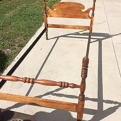 Vintage 1930s pineapple top twin bed