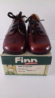 Vintage Pair Of Finn Children's Tan Shoes Size 7 In Original Box