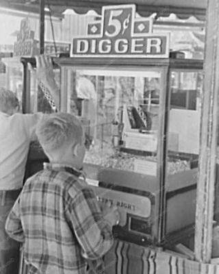 Digger Crane Arcade Claw Game 1940s Calif 8' -10 B&W Photo Reprint