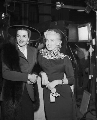 Gentlemen Prefer Blondes UNSIGNED photo - K3434 - Marilyn Monroe & Jane Russell