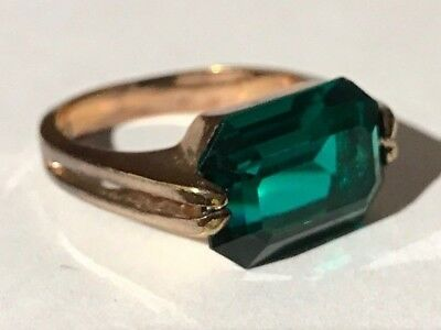 Vintage Faceted Green Glass Stone Gold Tone Size 7 Ring