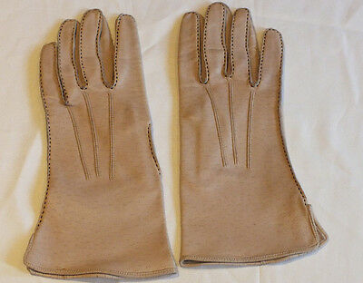 A pair of Dents pekayne soft leather ladies gloves Ecru English made size 71/4