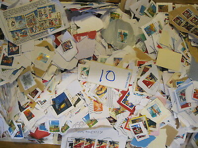 GB Kiloware Stamps All Franked Mostly Xmas Stamps 2KG./