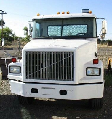 1990 GM Volvo Diesel Roll Off Bin Truck Nice Condition Only 2,692.9 hours