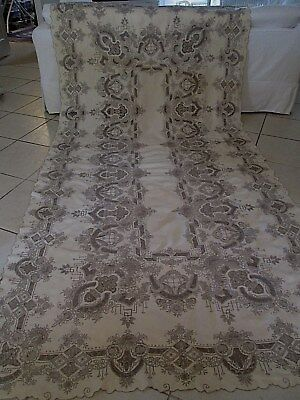 EXQUISITE ANTIQUE MADEIRA HAND EMBROIDERED LINEN BANQUET TABLECLOTH 68 x 135
