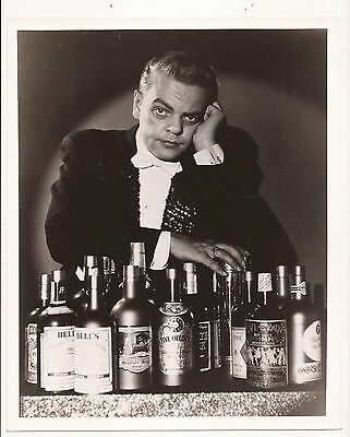 Promotional Photo Of Tom Palmer With Passe Passe Bottles