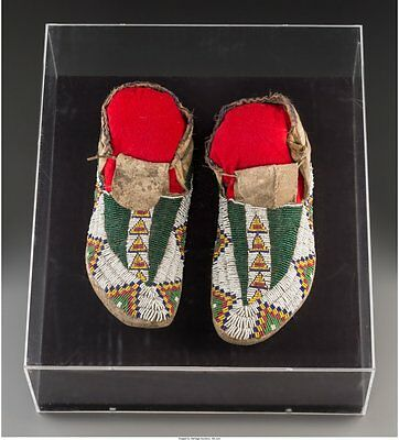 1890s PAIR OF NATIVE AMERICAN SIOUX INDIAN BEAD DECORATED HIDE MOCCASINS