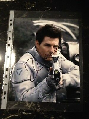 Tom Cruise Signed 8X10 Oblivion Photo With Coa