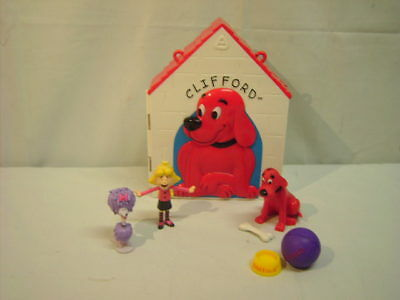 Clifford The Big Red Dog House Play Set with Figures