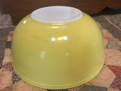 Vintage Pyrex Primary Yellow Mixing Bowl 4 Quart  #404 Nesting Oven Ware Retro