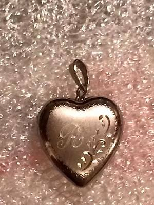 "Sterling silver monogrammed "" R "" heart picture locket"