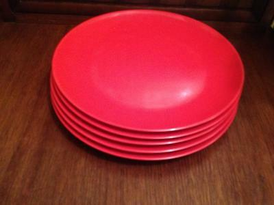 Set of 5 red  Unica melamine 10 inch dinner plates ,vintage,retro,Kitsch