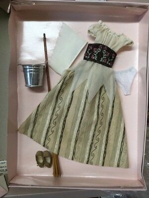 New- NRFB-2007 Cinderella Once Upon A Dream Outfit Set By Robert Tonner LE 1000