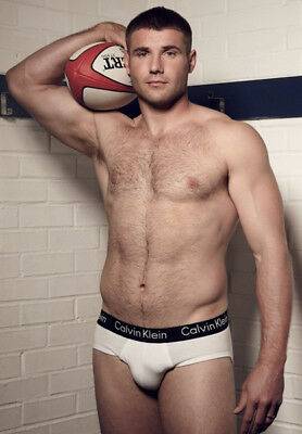 Ben Cohen Unsigned Photo - K4241 - Former England Rugby Union Player - Topless!!