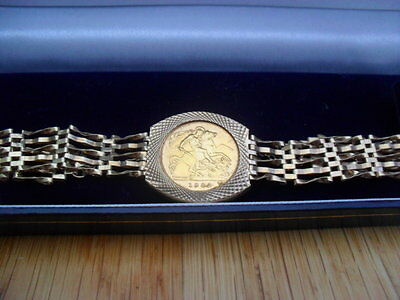 9Ct Gate Bracelet With 1982 22Ct Half Sovereign Safety Chain Padlock