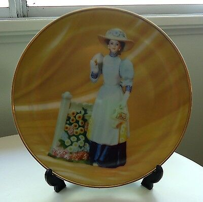 Pretty AVON President's Club Plate with Stand *2008/2009