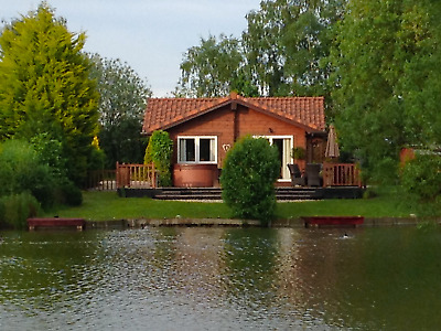 Lodge/Log Cabin  Hot Tub, 2 Private Fishing Pegs, Log Burner Tattershall Holiday