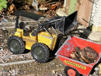 Model Excavator, sm32 16mm G scale garden railway, wagon load, line side.