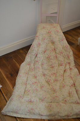 Beautiful VINTAGE ENGLISH EIDERDOWN Pretty Roses FLORAL FEATHER QUILT Single