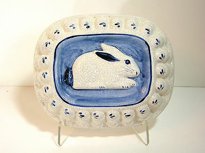 Dedham Pottery Mold With Rabbit, Blue and White