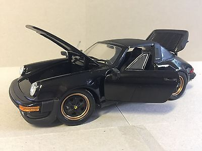 1988 Porsche 911 by the Franklin Mint Scale1:24 Diecast Car