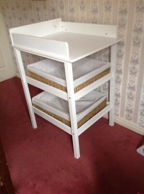 Baby Changing Table With 2 Baskets